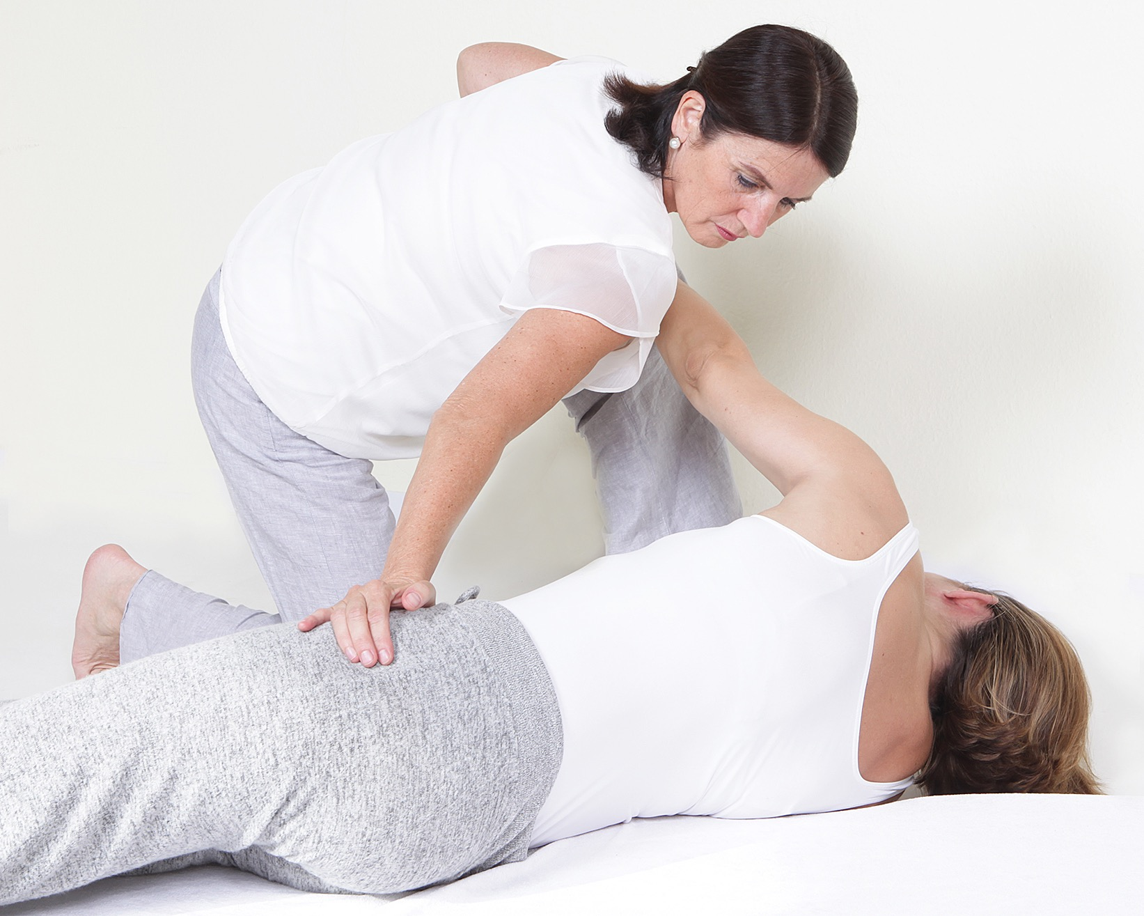 Bewegungstherapie korrigiert eingefahrene Bewegungsmuster.