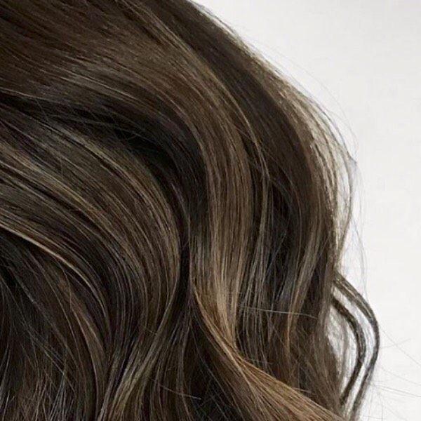 When then light hits that new balayage! by @all_dunne_up . #salthair #ctsalon #cheshiresalon #cthair #ctbalayage #cthairpainting #brunettebalayage