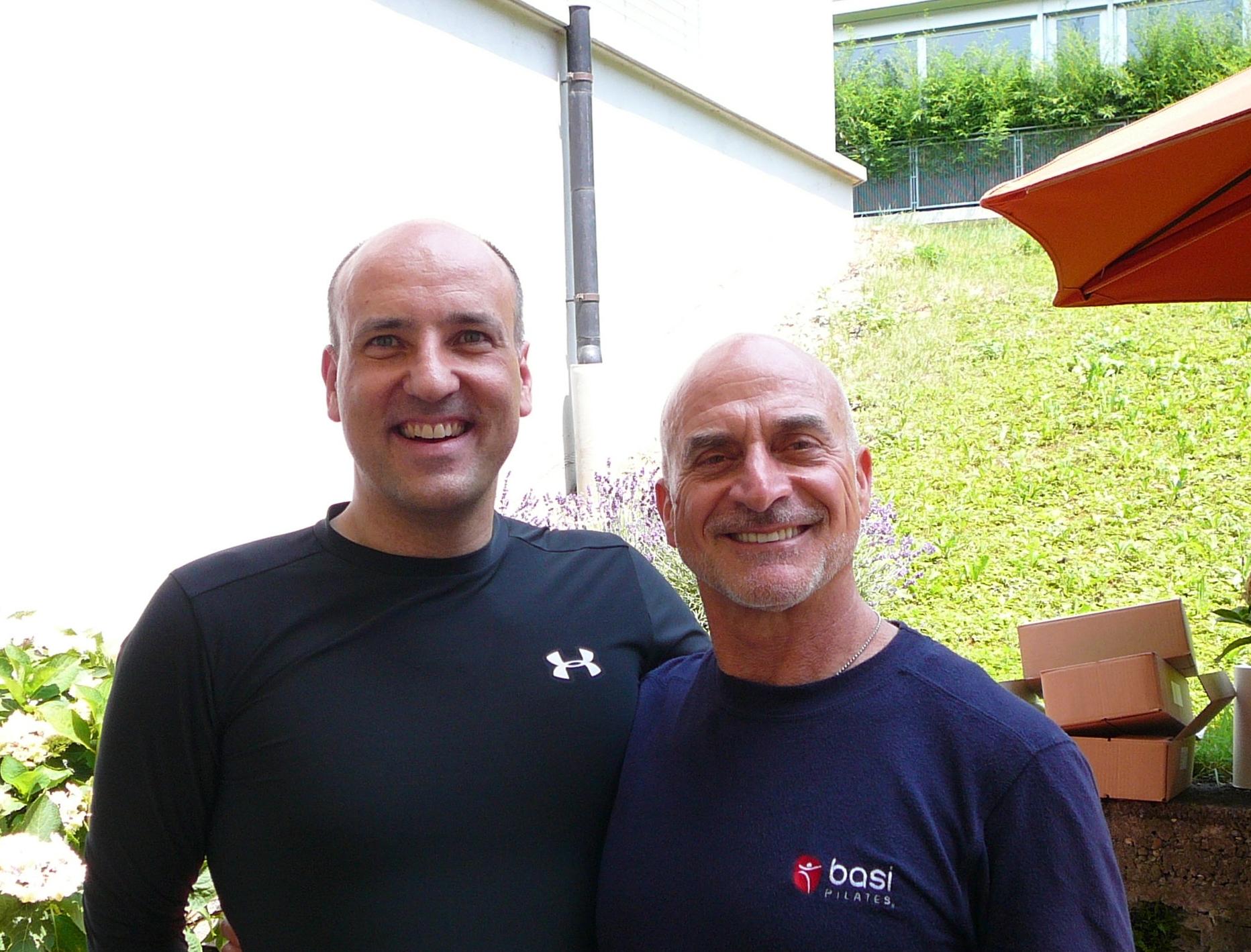 Reiner Grootenhuis und Rael Isacowitz während des Seminars auf der Terasse