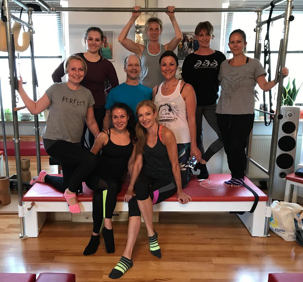 Gruppenphoto mit Mandy, Christiane, Inna, Natalia, Sabine, Olga, Carla, Feli und Brett