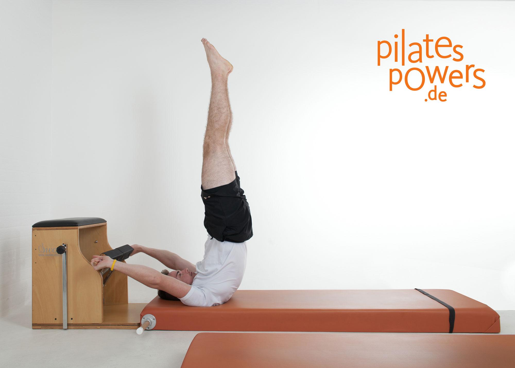 Ganzkörpertraining Pilates mit Stretch des oberen Nackenmuskels