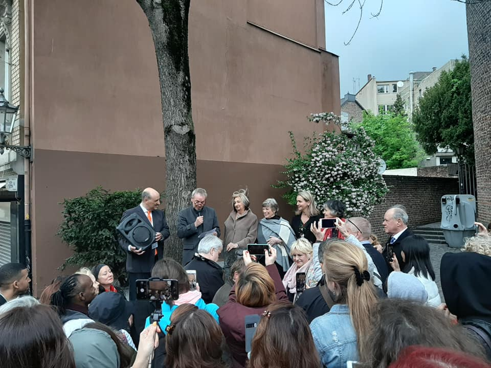 Memorial Service in front of Joseph Pilates' house of birth. At the microphone - the mayor of Mönchengladbach.