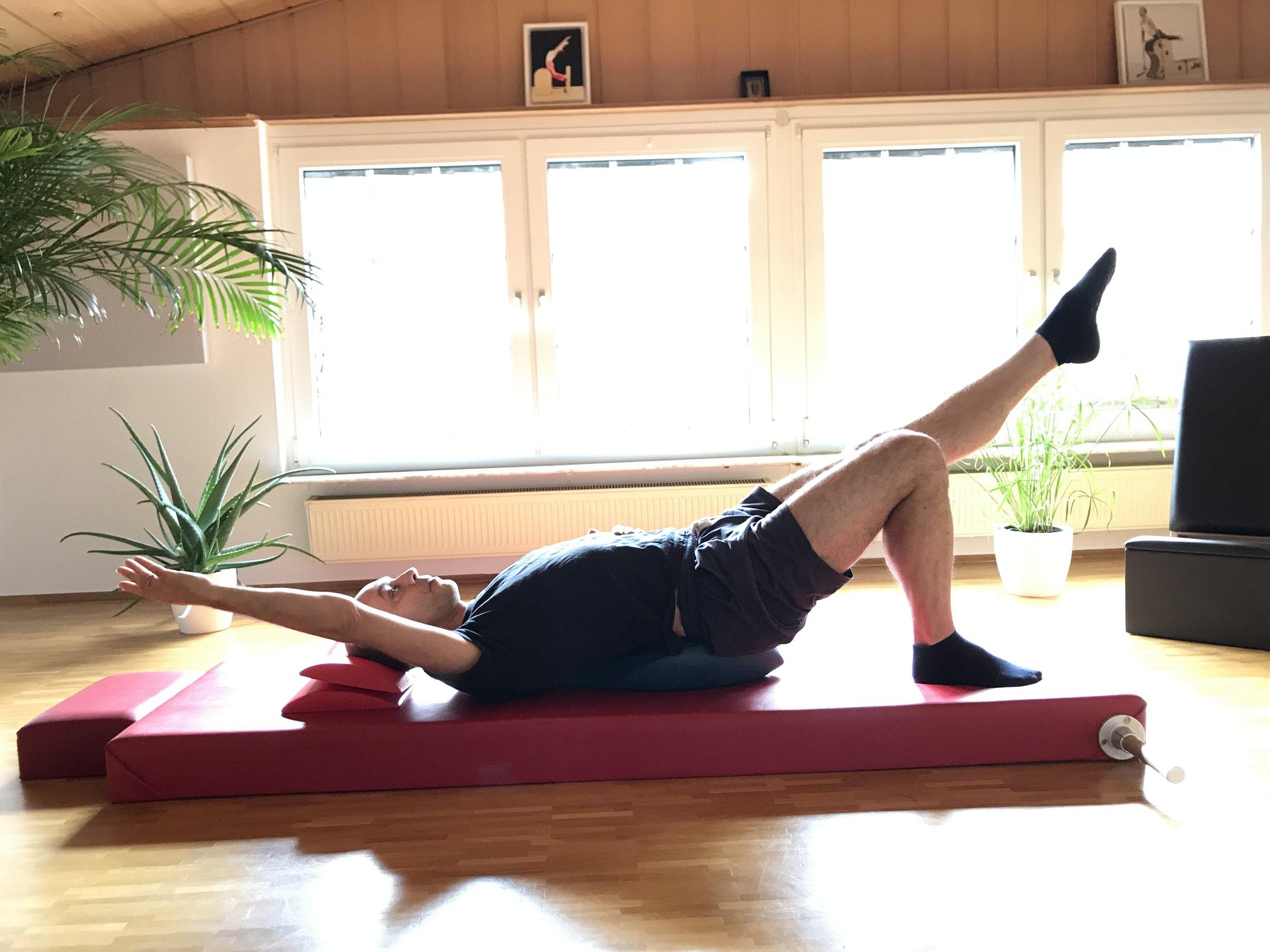 Single Leg Stretch.jpg
