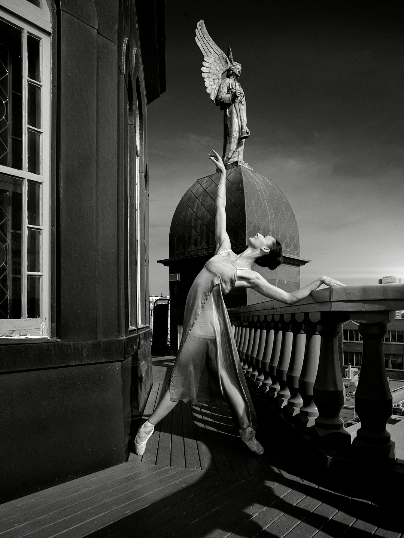 Dancer: Myriam Mechaiekh Simon