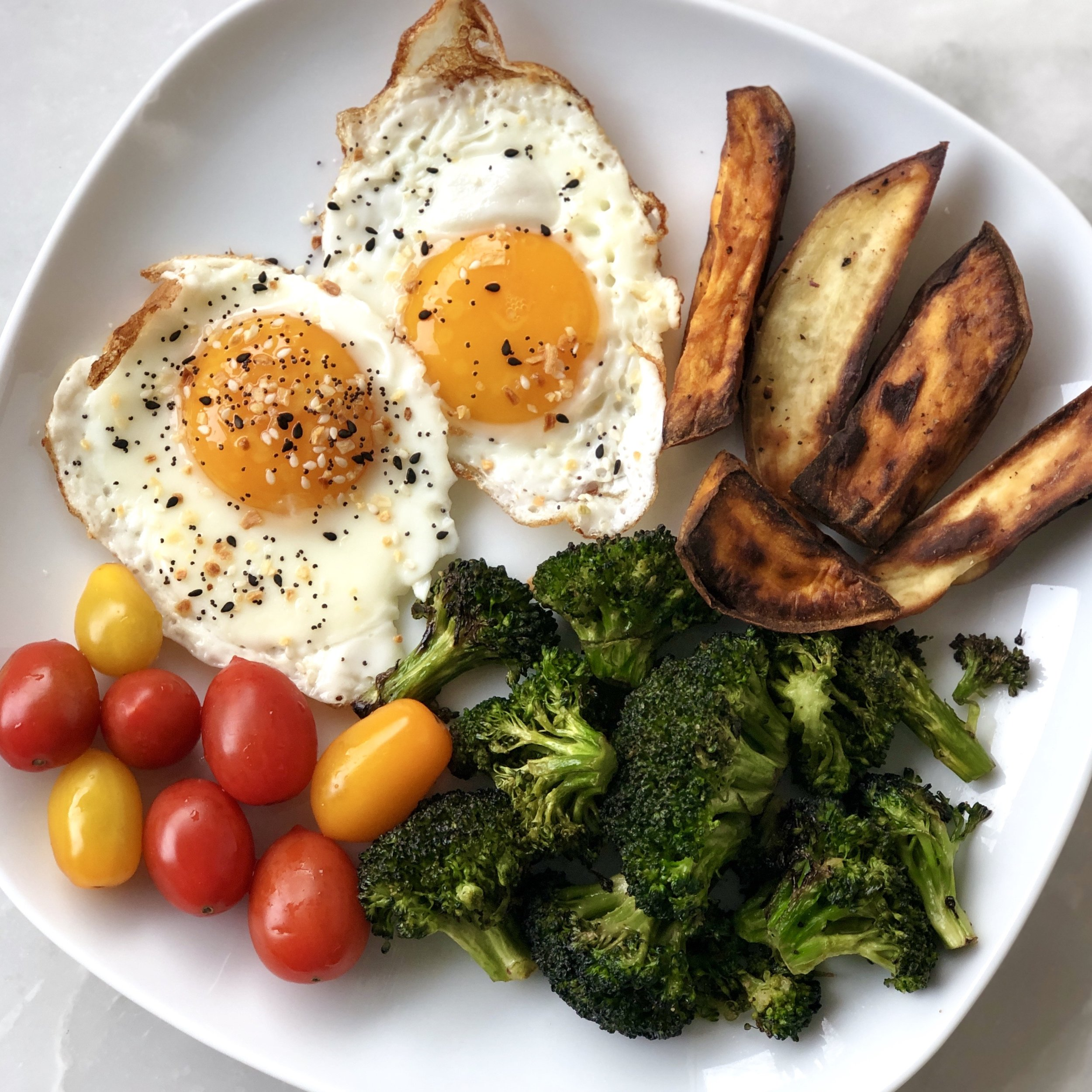 Another plate loaded up with the pregnancy goods! Eggs (hi choline, protein, DHA, vitamin D, vitamin K) and sweet potatoes for those unrefined carbohydrates and green veggies for folate. So you don't need to eat out of the ordinary foods, just be mindful of what you're taking in!
