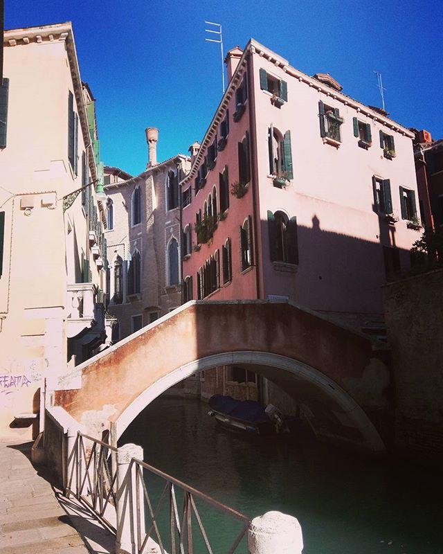 Venice is such a magnificent and beautiful place.  #italy #italia #Venice #venezia #travel #bridge #canal #coloredbuildings