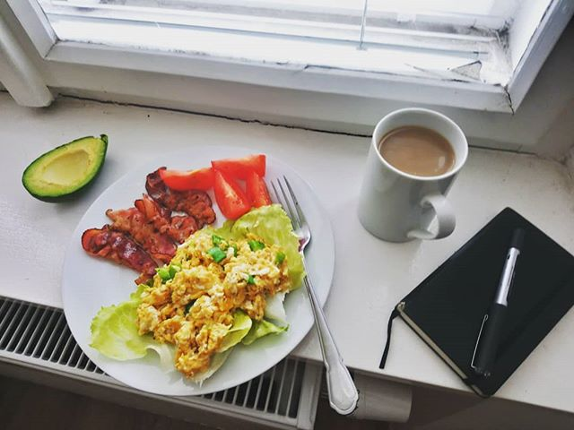 I do breakfast. . . .  #breakfast #breakfastatthewindow #coffee #morning #coffeeandeggs #eggsandbdacon