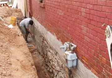 Man Waterproofing wALL