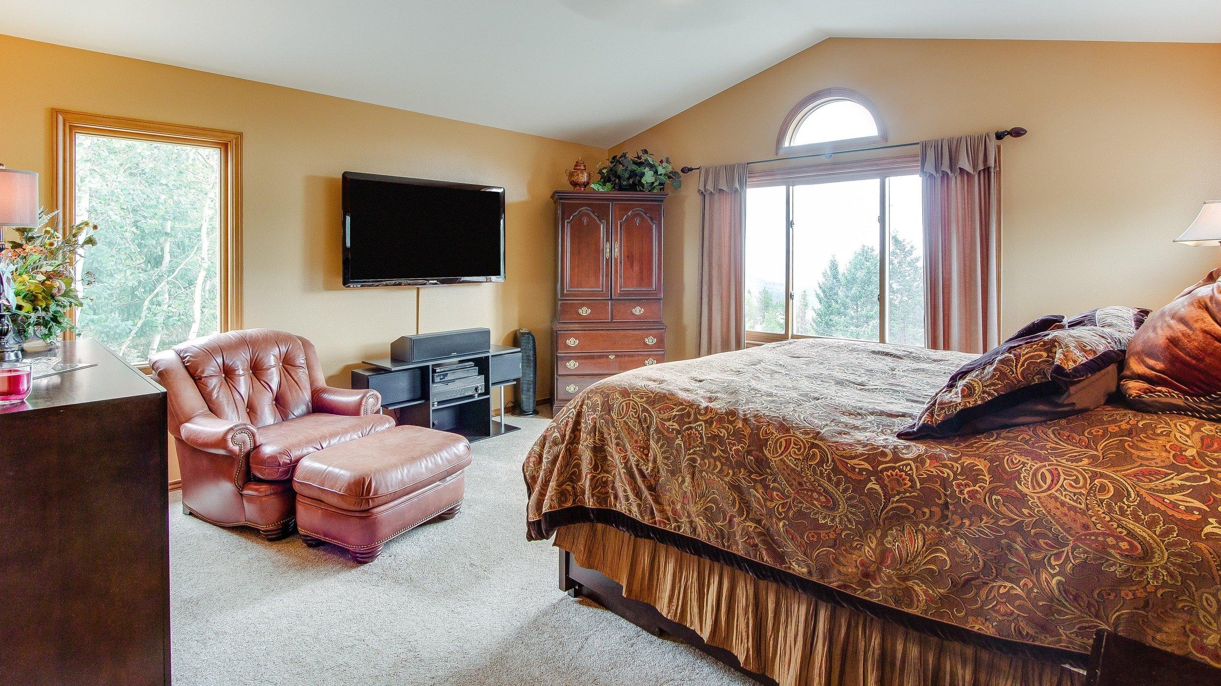 021_018_Master Bedroom.jpg