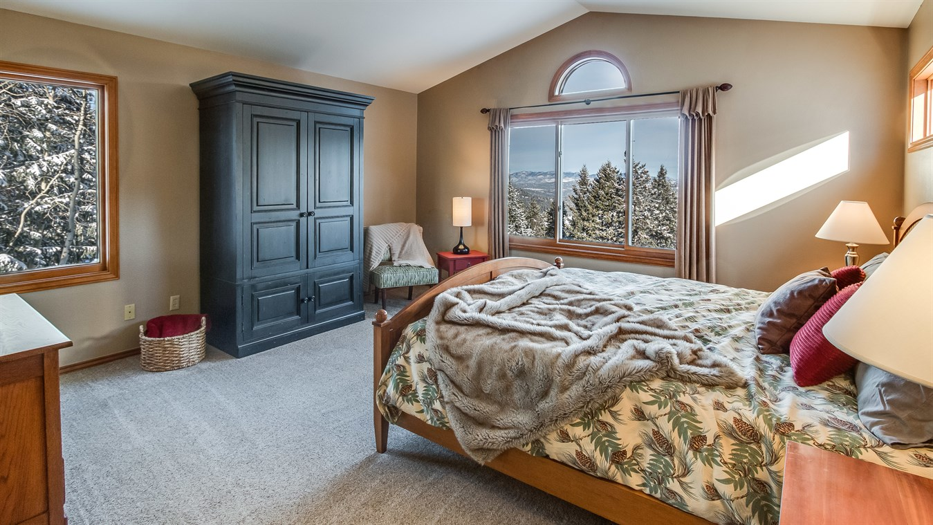 Lynn Westfall bedroom.jpg
