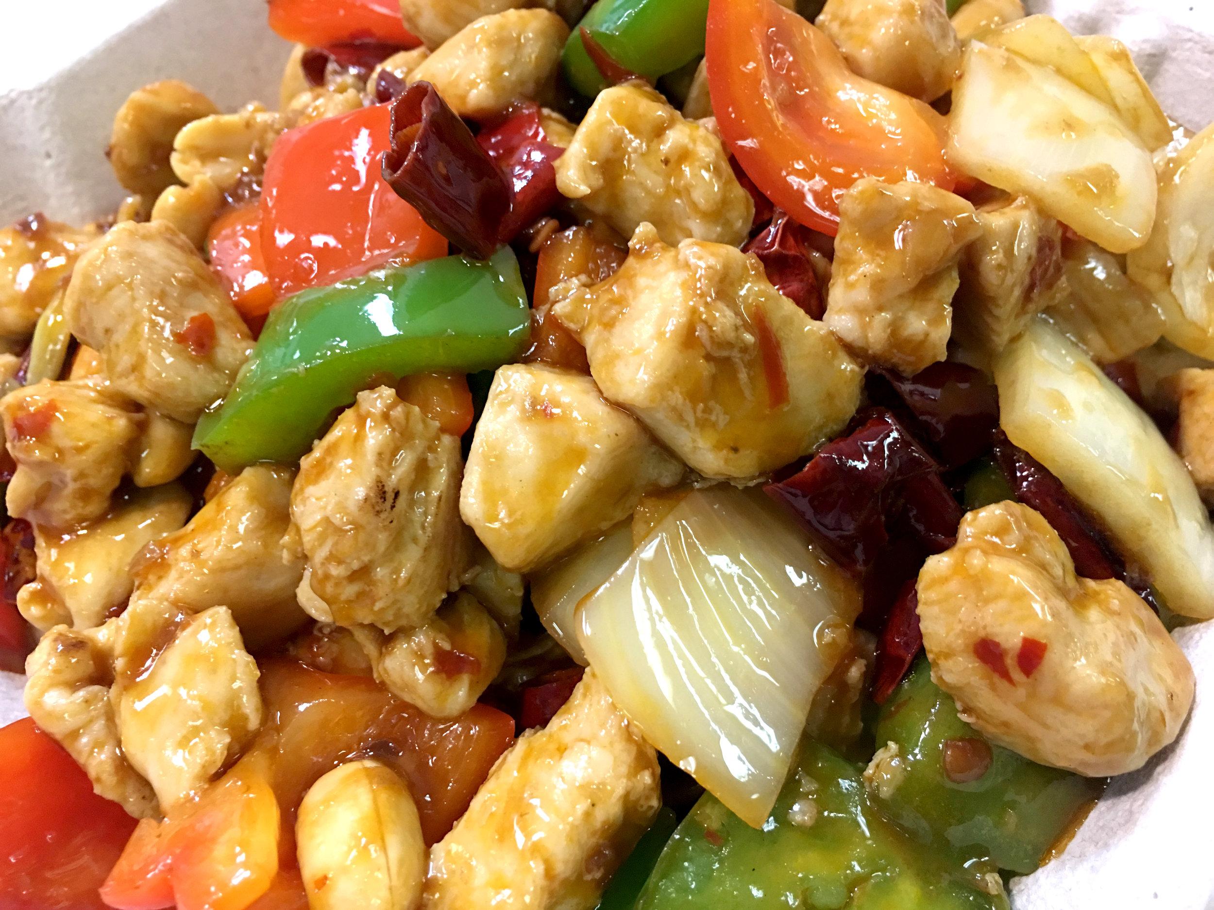 CHICKEN & VEGETABLES CLAY POT   砂锅鸡块