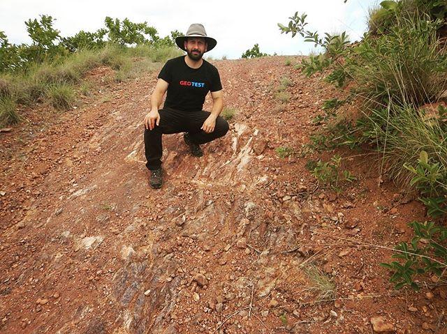 Afloramientos de radiolaritas del complejo ofiolítico de Nicoya en Punta Sabana, Guanacaste • Radiolarites from the Nicoya Ophiolitic Complex • #geologia #geology #geologiadecampo #fieldgeology #afloramiento #outcrop #outcrops #ofiolita #ophiolite #radiolarite #guanacaste #costarica #geologyofcostarica #geologiadecostarica