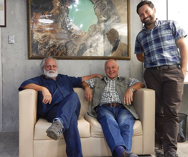 Otra más para la colección. Aquí con el geólogo Jorge Chávez. • One more picture for our collection. This time with fellow Costa Rican geologist Jorge Chávez. • #geologos #geologists #geotestsalondelafama #Geotesthalloffame