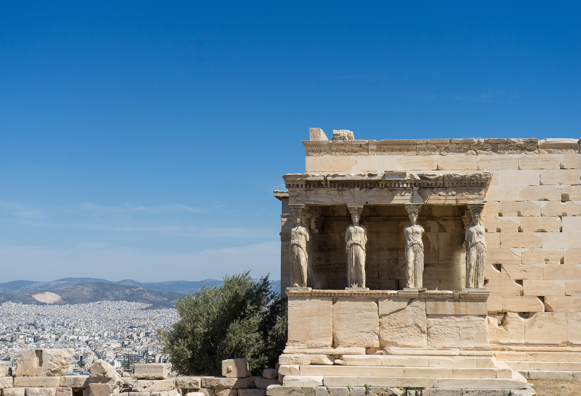 EDIT_caryatides-erechtheion-temple-acropolis-in-athens-PGYRQAR.jpg