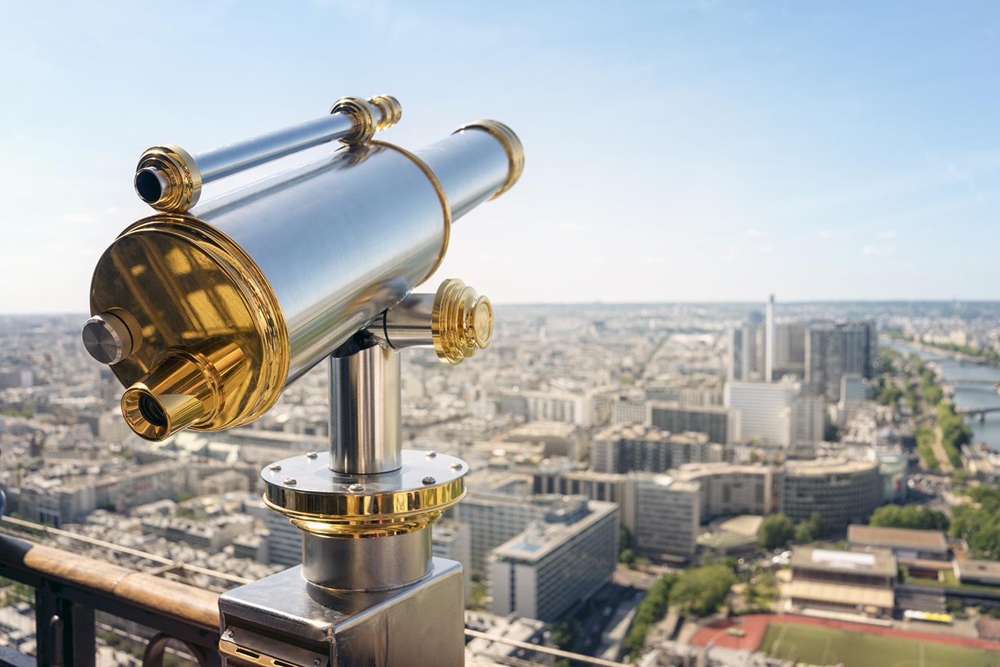 5.14.19_tourist-telescope-on-eiffel-tower-paris-6Z7LQTN.jpg