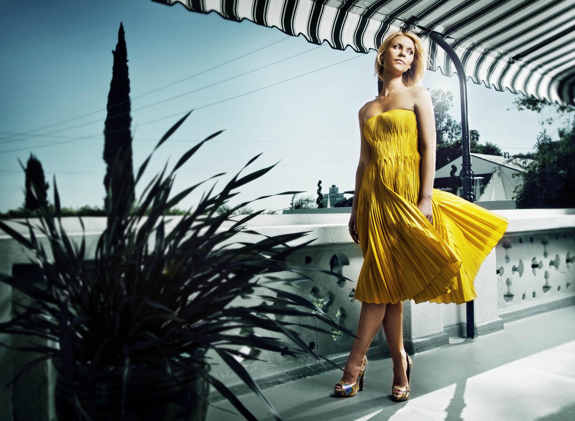 Claire Danes walk2.jpg