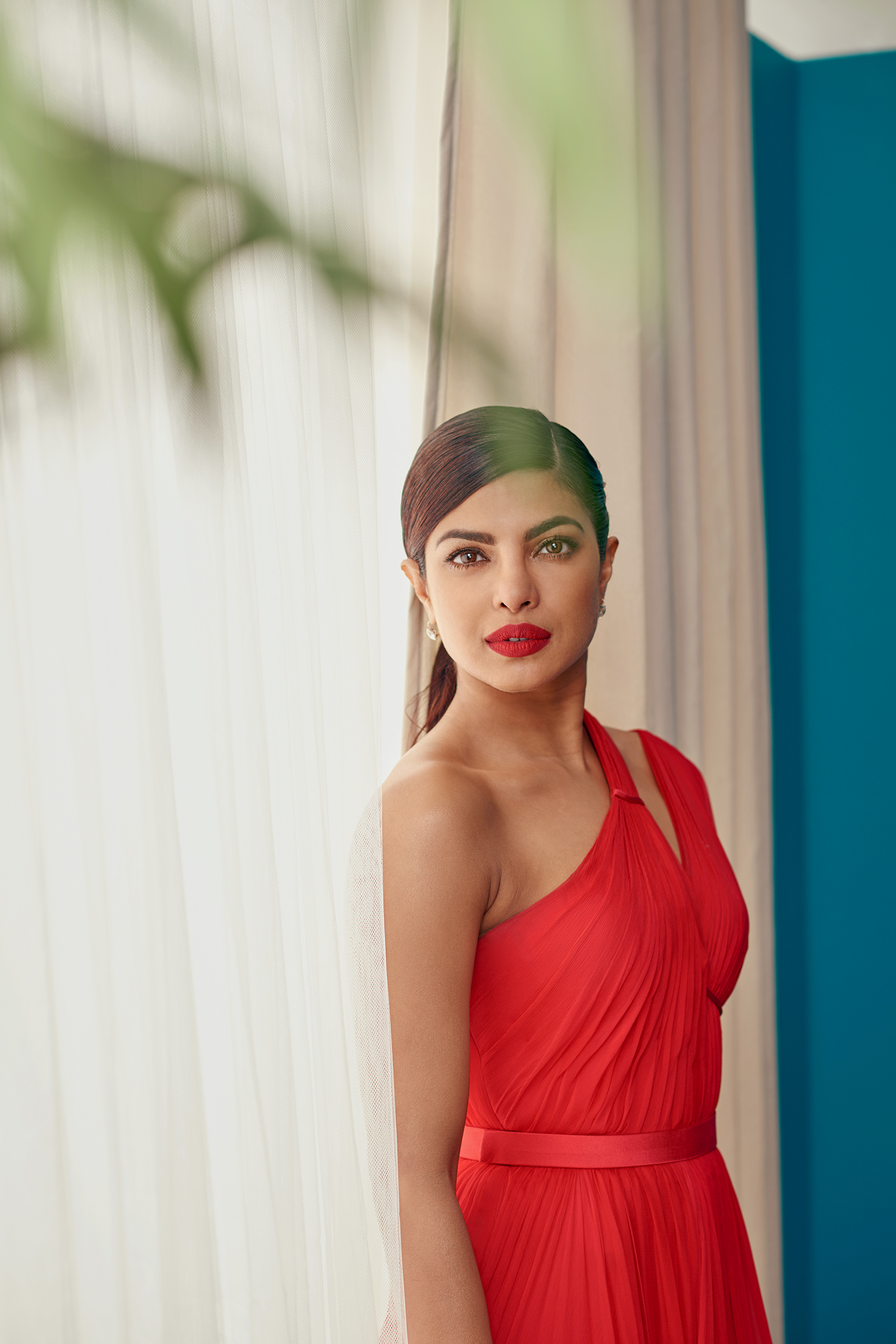 FILE_Priyanka Chopra layers Emmys 201738739.jpg