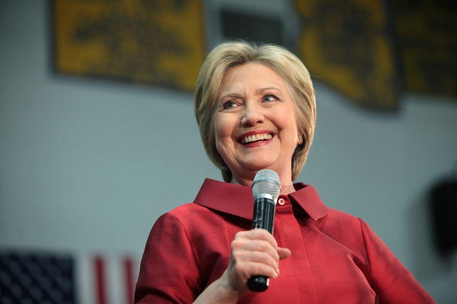 Hillary_Clinton_Carl_Hayden_High_School_in_Phoenix,_Arizona.jpeg