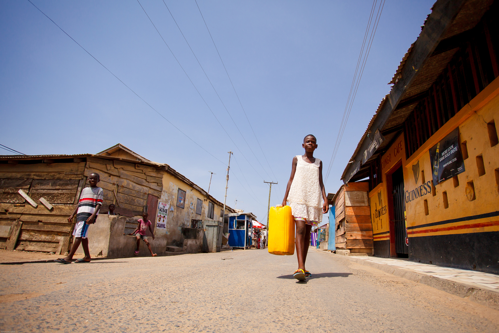 A girl carrying water in Accra, Ghana. photo: Sura Nualpradid