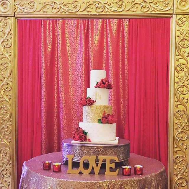 Love when brides have a backdrop for their cakes! 😍w @awdweddings @aiishaz #bestofnyc #custom #customcake #cake #wedding #gold #red #white #sugarflowers #monograms