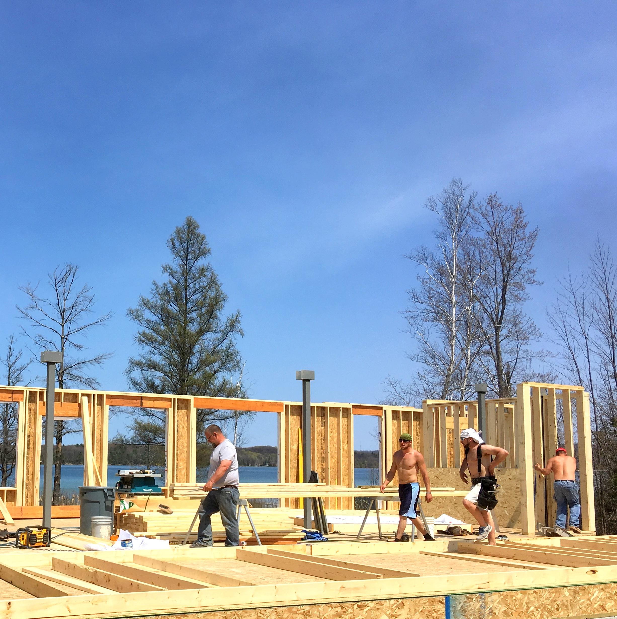 Custom Home Builders Manage Contractors