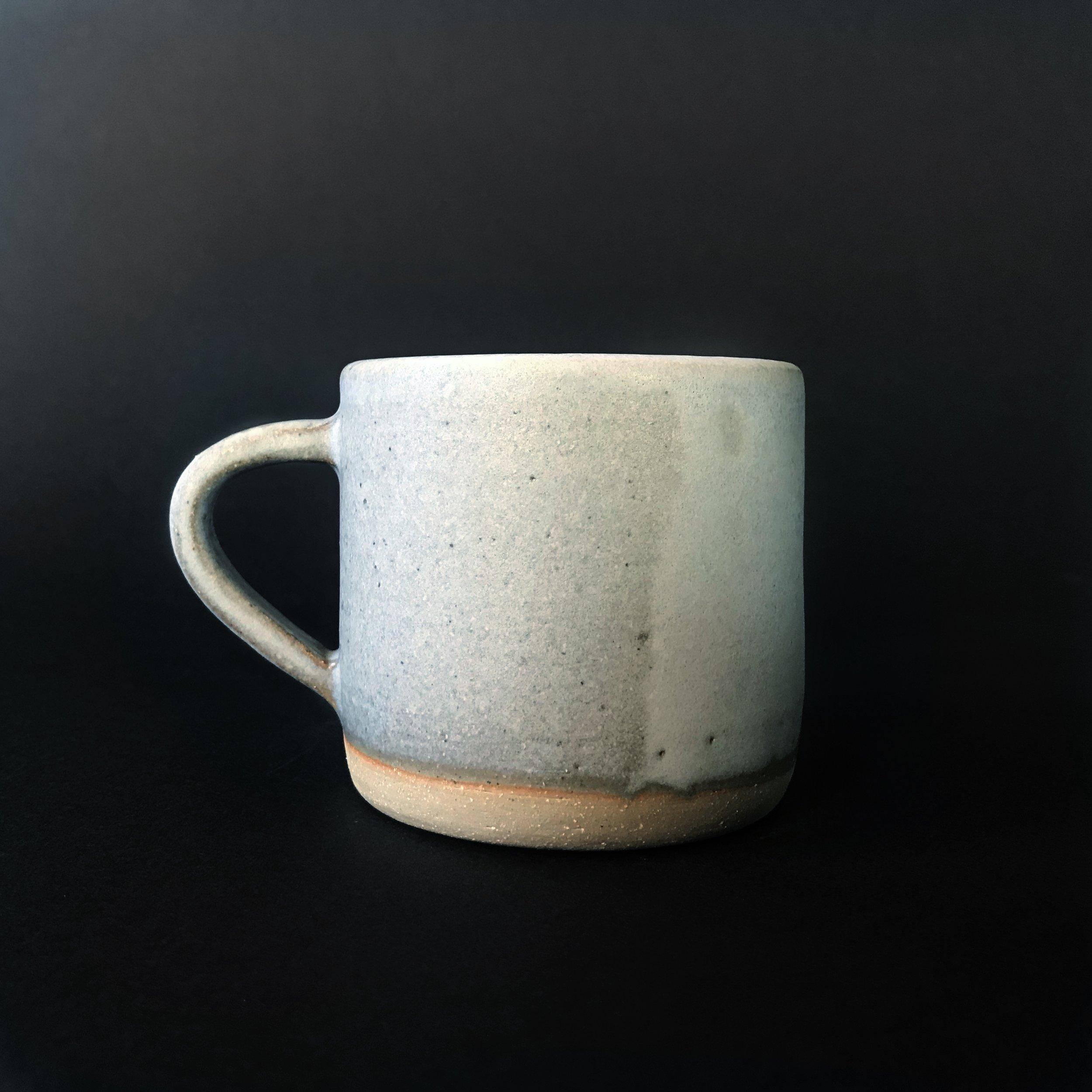 Stoneware mug in lilac.