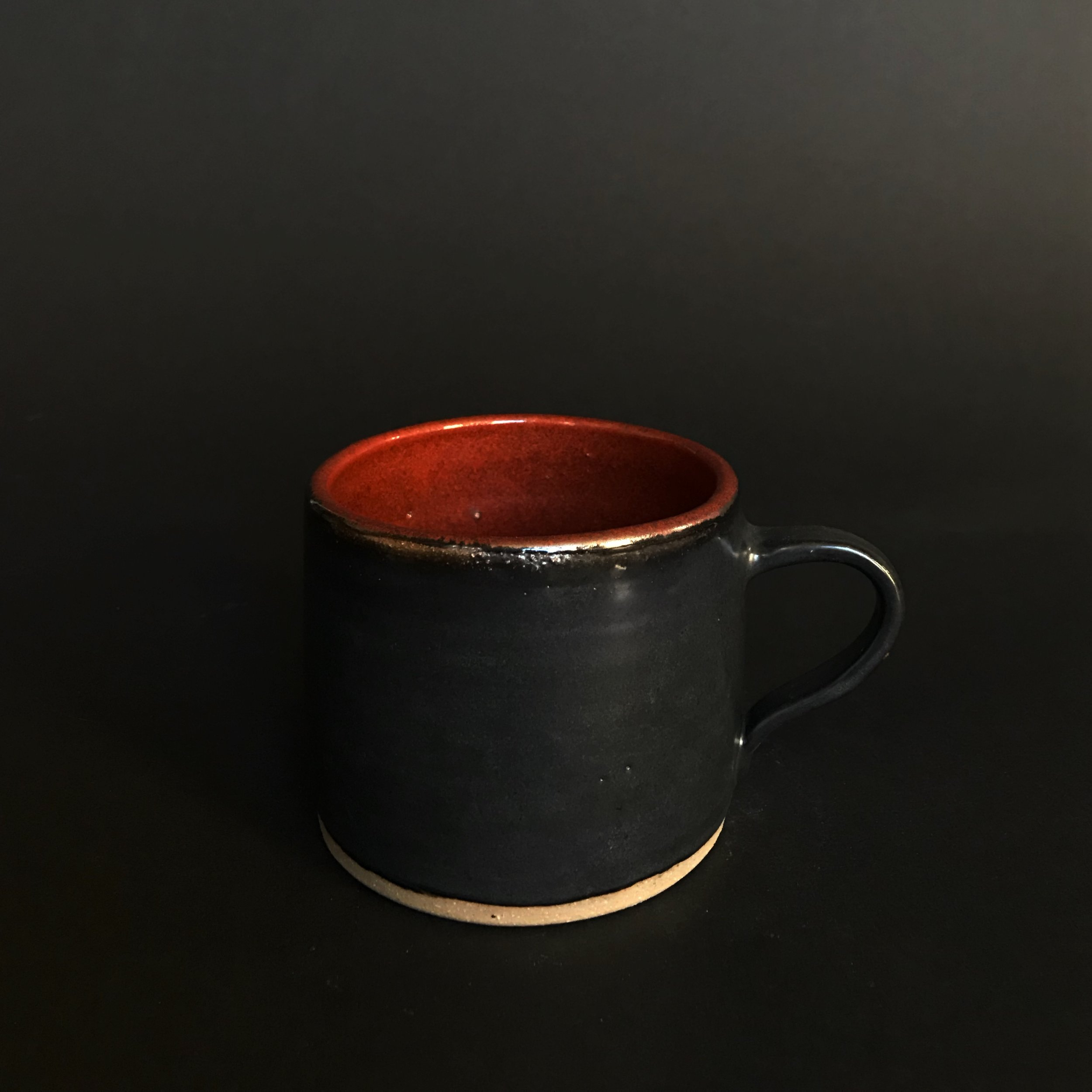 Stoneware mug in black and red.