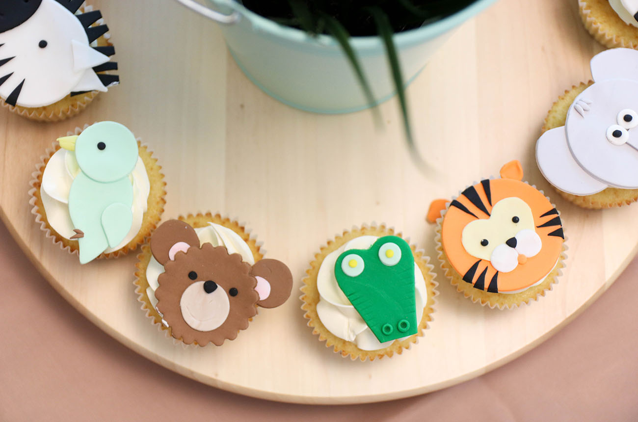 Dessert-Table-Safari-Theme-Birthday-Party-Cupcakes-2.jpg