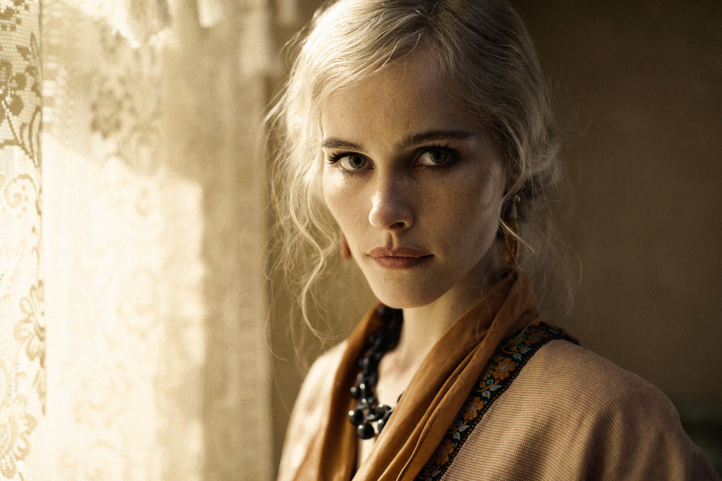 Isabel Lucas,  The Water Diviner