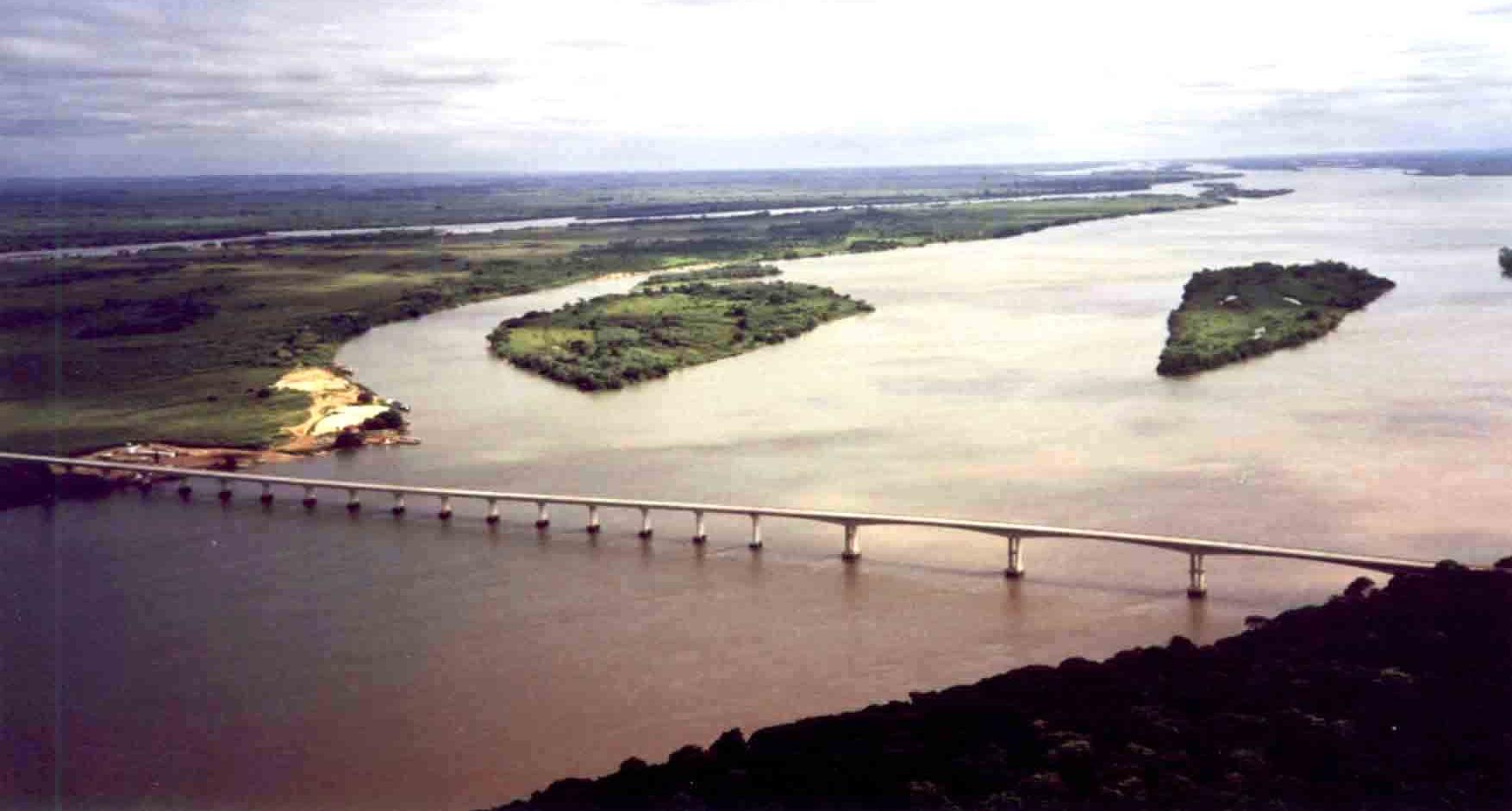 Ponte principal do Complexo de Pontes de Porto Camargo, BR-487.