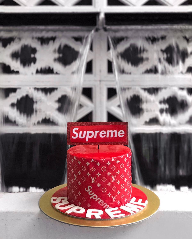 Supreme cake