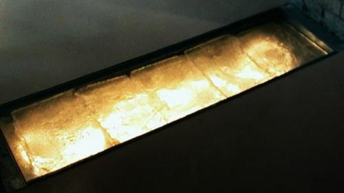 pROJECT cAST GLASS FLOOR LIGHT FIXTURE