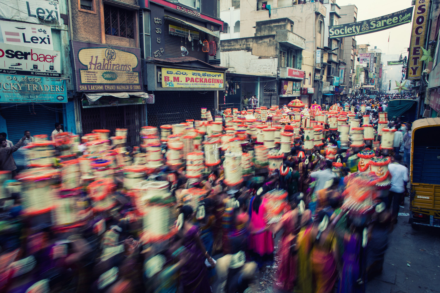 As the aarathi utsava comes to a culmination in the wee hours, the arterial street of Avenue Road is seen bustling with women carrying the Yelkunga, before they head back to the temple for a final pooje.