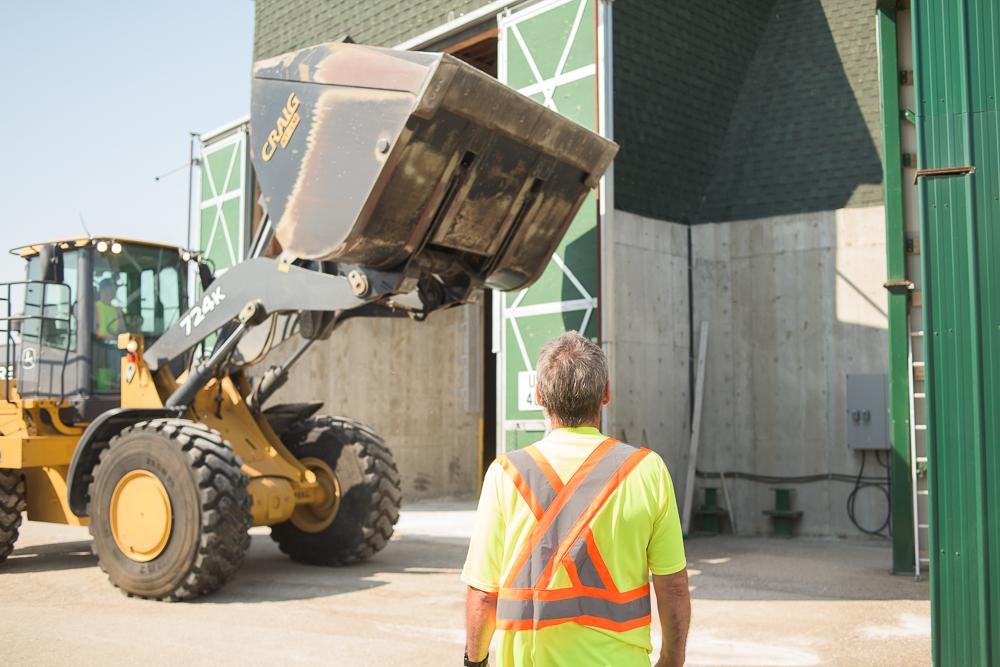 Moving to load trucks. © Robert Lowdon