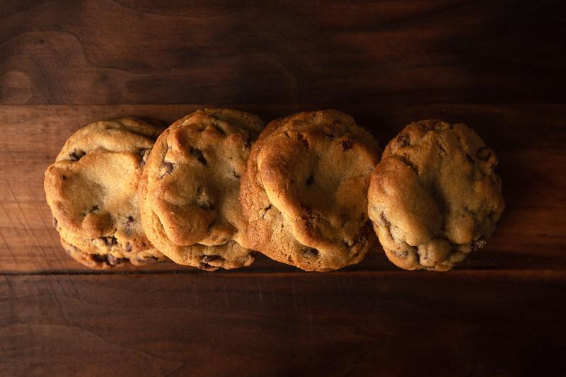 The cookies form a horizontal line. © Robert Lowdon