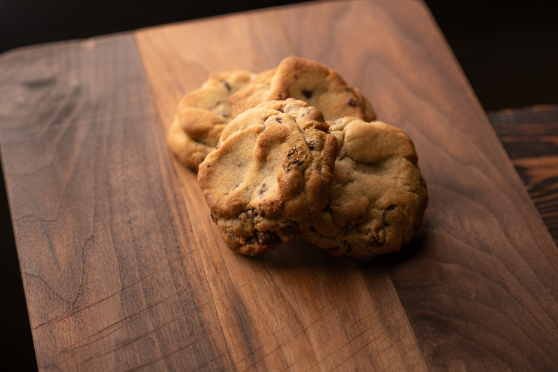 The cookies form a pack to protect themselves. © Robert Lowdon