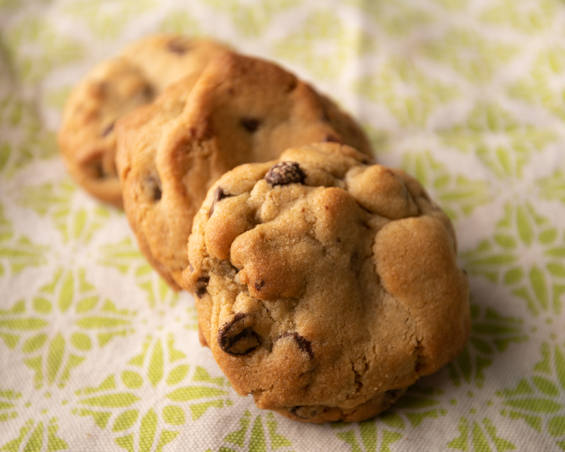 Cookies in a diagonal line. © Robert Lowdon