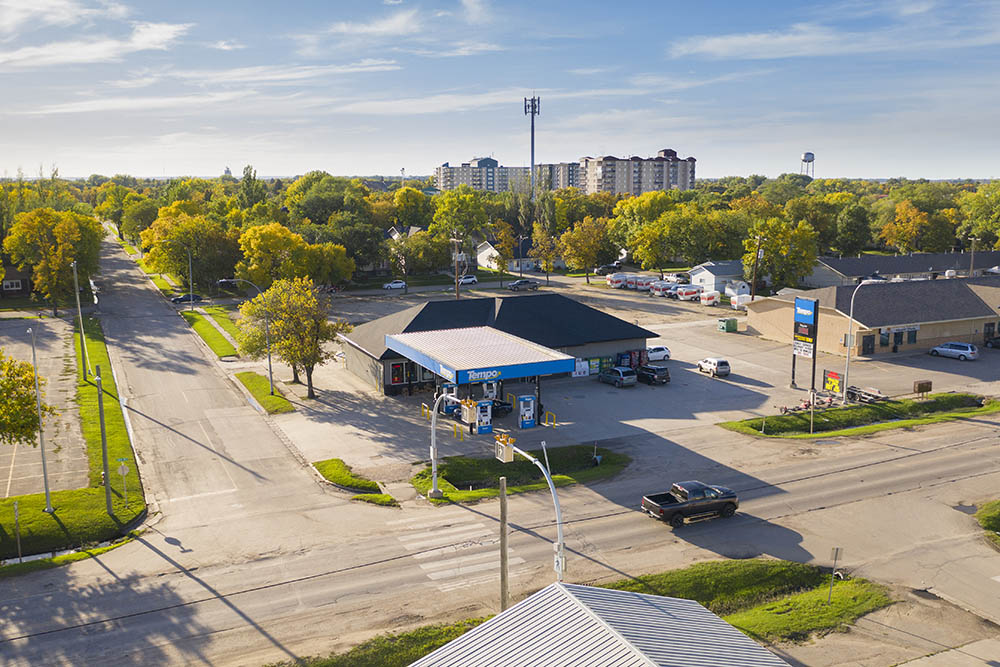 An aerial image of the Tempo station gives contest to the community that surrounds it. © Robert Lowdon