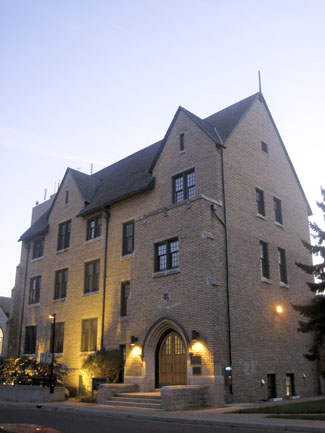 The Knowles-Douglas Centre. (Credit: Abbeywood/Wikimedia Commons)