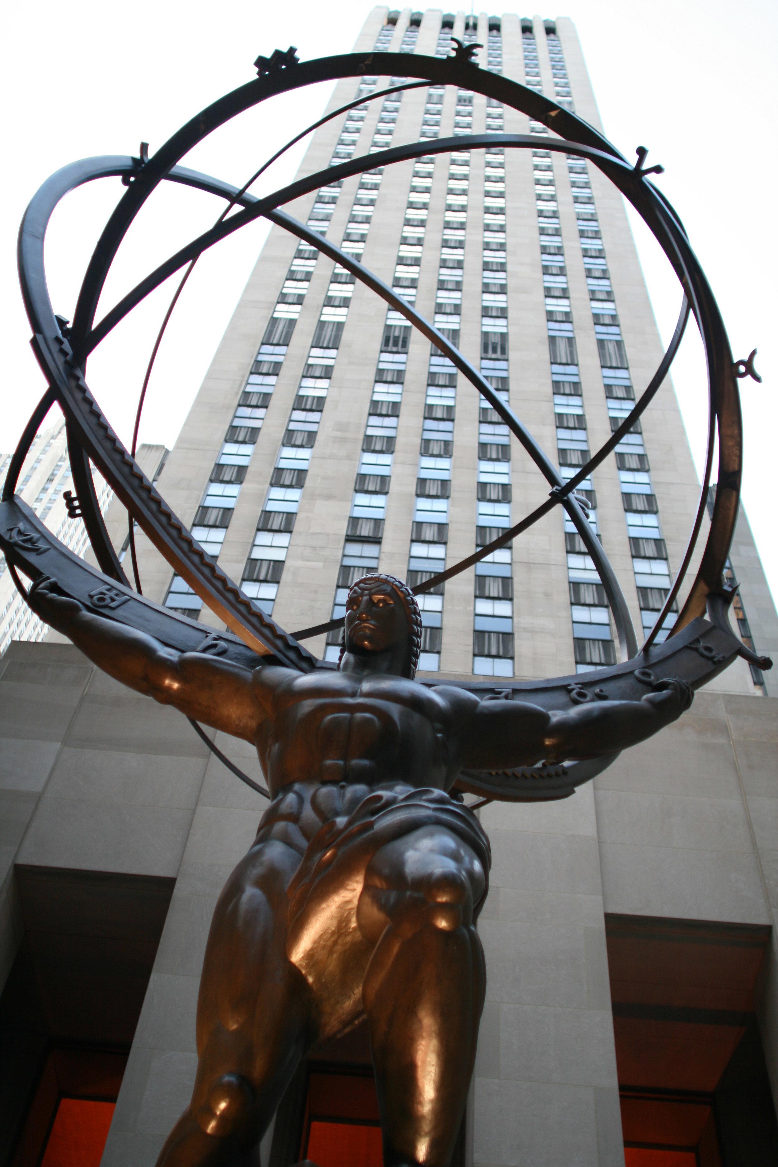 Lee Lawrie's bronze statue of Atlas at Rockefeller Centre. (ThreeOneFive/Wikimedia Commons)
