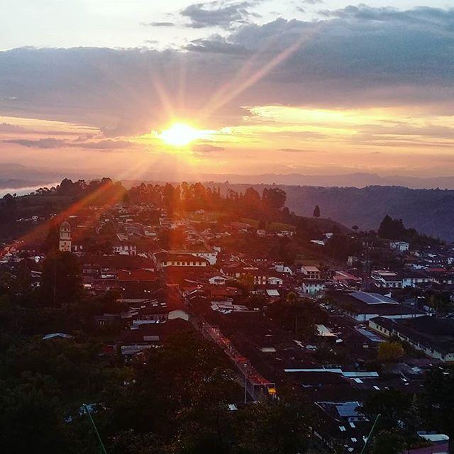 Hola Salento! #salento #colombia #sunset #view #colonial #town #travel #travelphotography #travelgram #instatravel #instamood #instadaily #blog #travelblogger  Photo © by patrickacquadro.com