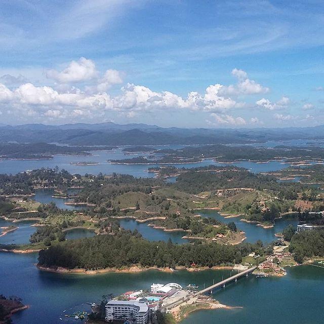 Hola Guatapé!  #guatapé #piedraelpeñol #colombia #lake #islands #view #panorama #travel #travelphotography #travelgram #instatravel #instamood #instadaily #blog #travelblogger Photo © by patrickacquadro.com