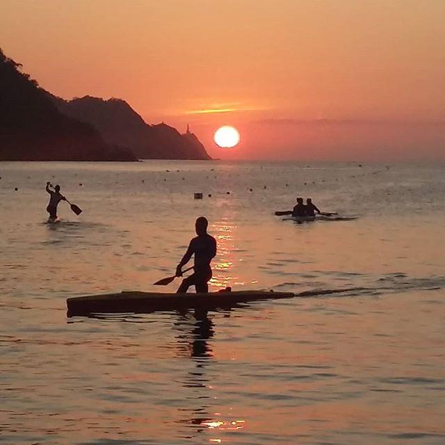 Canoeing under the sunset... #taganga #colombia #sunset #canoeing #nofilter #sea #sport #travel #blog #travelphotography #travelgram #instatravel #instamood #instadaily #travelblogger  Photo © by patrickacquadro.com