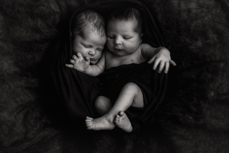 session nouveau-né posée M et R + K + V   FREYIA photography   photographe famille   nouveau-né bébé maternité grossesse lifestyle reportage du quotidien naissance allaitement   PARIS Ile de France 75 92   freyia freia freya freja anna wator-3.jpg