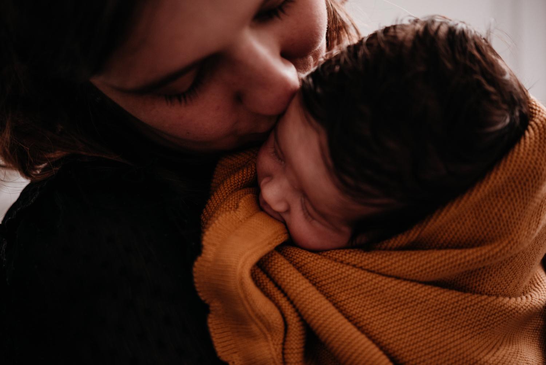 E + M + E session nouveau-né lifestyle SÉANCE PHOTO bébé bebe |  PHOTOGRAPHE bebe et grossesse PARIS  | FREYIA photography | photographe | nouveau-né bébé maternité grossesse future maman femme enceinte naissance allaitement_-42.jpg