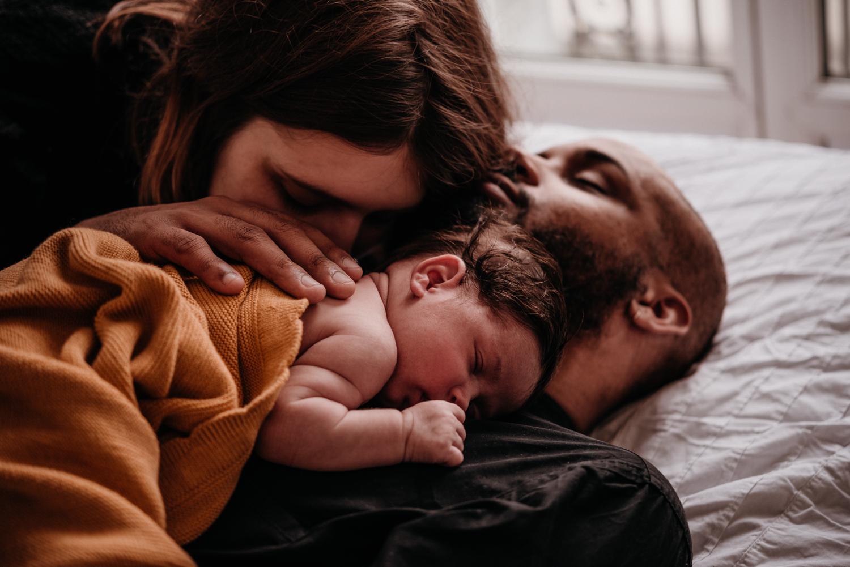 E + M + E session nouveau-né lifestyle SÉANCE PHOTO bébé bebe |  PHOTOGRAPHE bebe et grossesse PARIS  | FREYIA photography | photographe | nouveau-né bébé maternité grossesse future maman femme enceinte naissance allaitement_-50.jpg