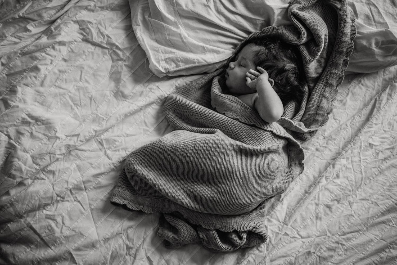 E + M + E session nouveau-né lifestyle SÉANCE PHOTO bébé bebe |  PHOTOGRAPHE bebe et grossesse PARIS  | FREYIA photography | photographe | nouveau-né bébé maternité grossesse future maman femme enceinte naissance allaitement_-91.jpg