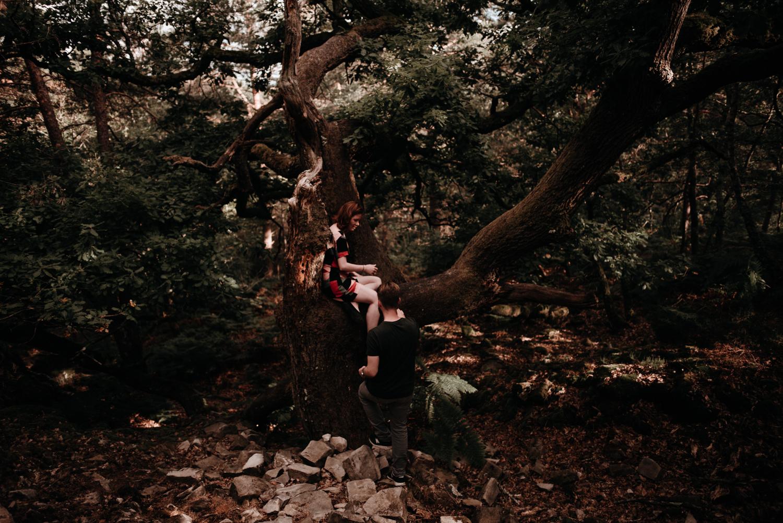 P + F |  séance couple engagement nature foret fontainebleau rochers mariage reportage alternatif moody intime vintage naturel boho boheme |  PHOTOGRAPHE mariage PARIS france destination  | FREYIA photography_-3.jpg