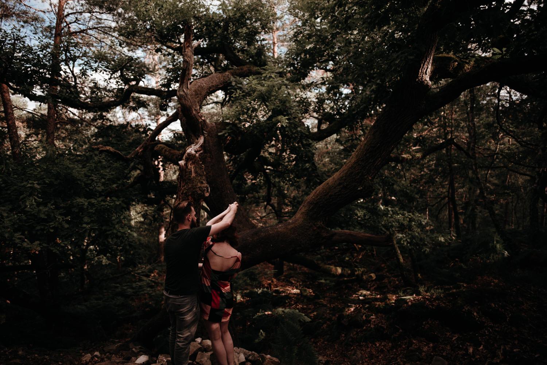 P + F |  séance couple engagement nature foret fontainebleau rochers mariage reportage alternatif moody intime vintage naturel boho boheme |  PHOTOGRAPHE mariage PARIS france destination  | FREYIA photography_-5.jpg