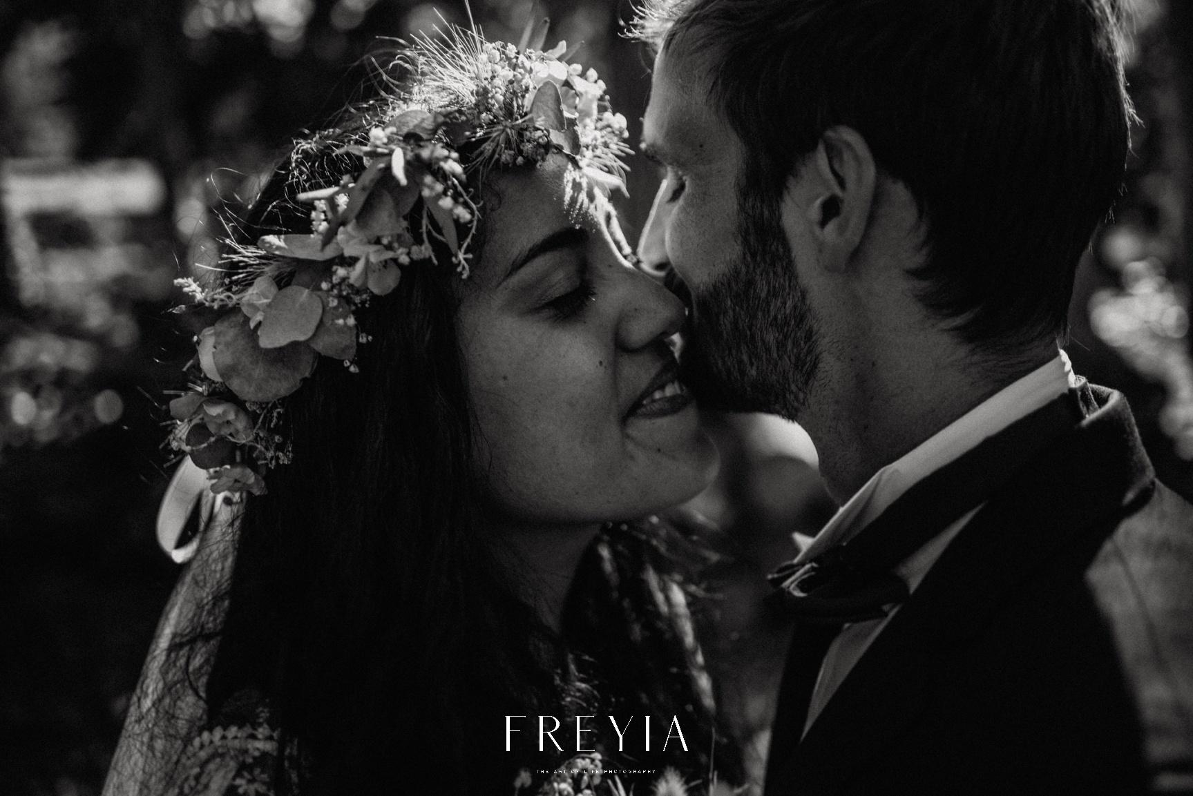 R + T |  mariage reportage alternatif moody intime minimaliste vintage naturel boho boheme |  PHOTOGRAPHE mariage PARIS france destination  | FREYIA photography_-224.jpg